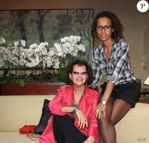 "Claudia Cardinale et Sonia Rolland à la conférence de presse du 16e Gala ""Faire Face"". 22/09/09"