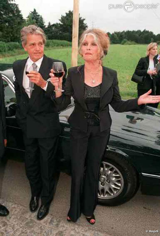 Brigitte bardot et son mari bernard d 39 ormale lors d 39 une manifestation my way vienne le 27 - Jeanne mas et son mari ...