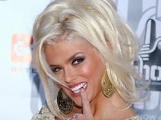 Anna Nicole Smith : Son père vient de mourir... et son ex-amant est dans de très sales draps !