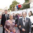 Henri d'Orléans, comte de Paris et duc de France, et la princesse Micaela lors de leur mariage religieux, le 26 septembre 2009 à Arcangues (64).