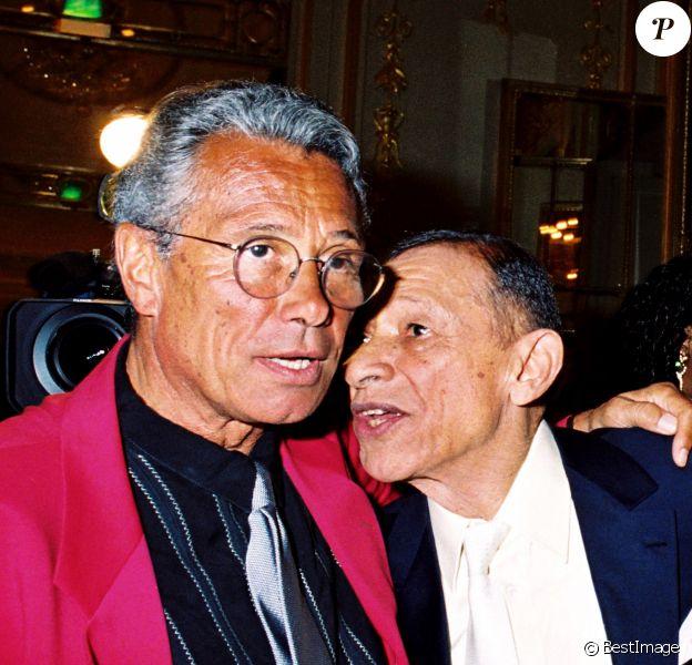 Jean-Marie Périer et son père biologique Henri Salvador à Paris en 2001.