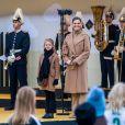 La princesse Victoria de Suède et sa fille la princesse Estelle de Suède - La famille royale de Suède à l'inauguration du pont Slussbron à Stockholm en Suède, le 25 octobre 2020