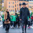Le roi Carl Gustave de suède avec la princesse Victoria de Suède et sa fille la princesse Estelle de Suède - La famille royale de Suède à l'inauguration du pont Slussbron à Stockholm en Suède, le 25 octobre 2020