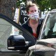 Ireland Baldwin et son compagnon C. Harper sont allés déjeuner en amoureux dans le quartier de Studio City à Los Angeles pendant l'épidémie de coronavirus (Covid-19), le 16 septembre 2020