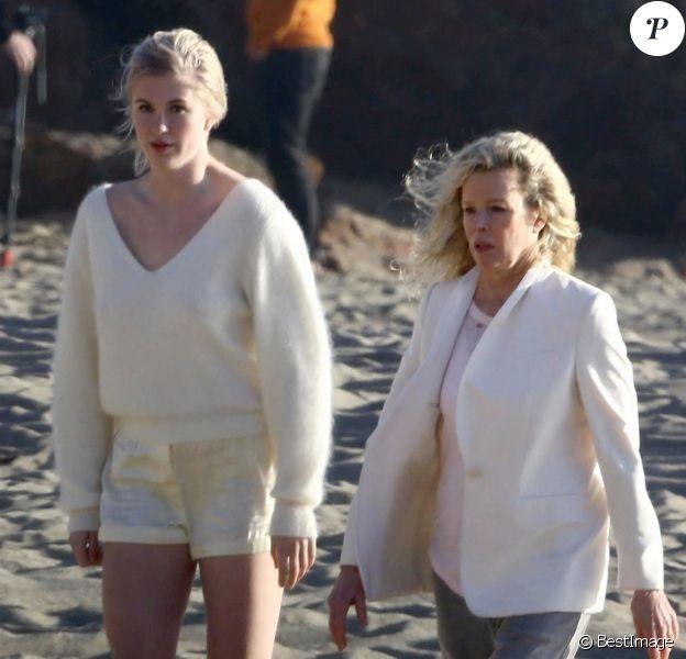 Exclusif - Kim Basinger et sa fille Ireland Baldwin lors d'une séance photo magnifique 'mère et fille' sur une plage à Malibu