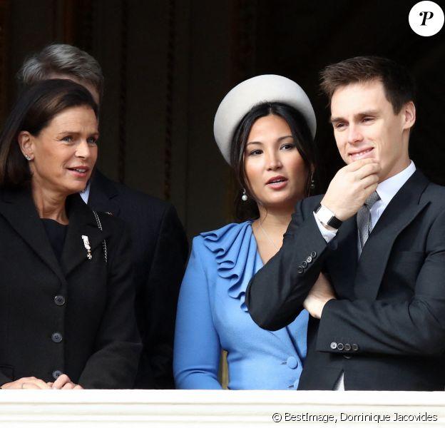 La princesse Stéphanie de Monaco, son fils Louis Ducruet et sa femme Marie Chevallier - La famille princière de Monaco au balcon du palais lors de la Fête nationale monégasque à Monaco. © Dominique Jacovides / Bestimage