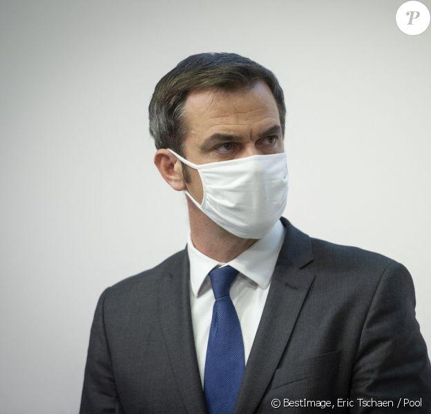 Olivier Véran, ministre des solidarités et de la santé lors de la conférence de presse hebdomadaire sur la situation de l'épidémie de coronavirus (COVID-19) à Paris. Eric Tschaen / Pool / Bestimage