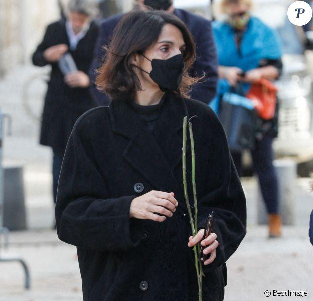 Florence Foresti - Obsèques du producteur Cyril Colbeau-Justin en la basilique Saint-Clotilde , Paris 7 ème pendant l'épidémie de Coronavirus Covid-19 le 12 novembre 2020. © Agence / Bestimage