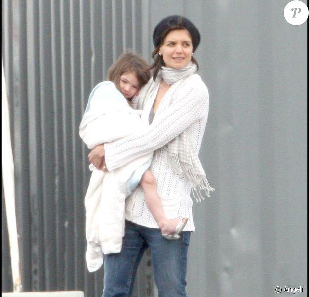 Katie Holmes et Suri sont venues voir papa Tom sur le tournage de Wichita (Boston, 2 octobre 2009)
