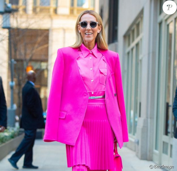 Celine Dion a choisi de s'habiller en rose pour la Journée Internationale pour les Droits des Femmes à New York le 7 mars 2020.