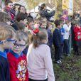 Le prince William, duc de Cambridge, et Catherine (Kate) Middleton, duchesse de Cambridge, lors d'une visite à Cleeve Court Residential Care, Cleeve Green, à Twerton, Bath, le personnel partage son expérience en matière de soins et comment aider les résidents à rester en contact avec leurs proches tout au long de l'épidémie de Coronavirus (COVID-19), à Bath le 8 décembre 2020.