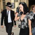 Katy Perry à la fois tendance et élégante au défilé Louis Vuitton
