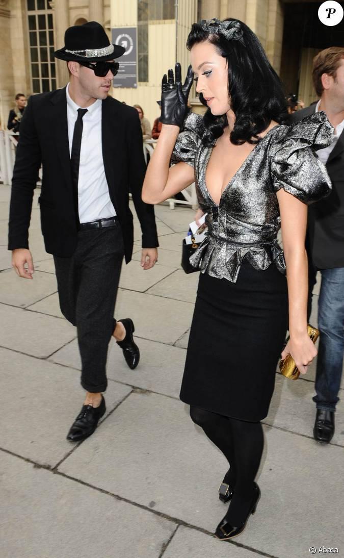 Katy Perry à la fois tendance et élégante au défilé Louis ...