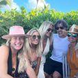 Laeticia Hallyday, son compagnon Jalil Lespert et plusieurs de ses amies sur Instagram, le 16 décembre 2020.