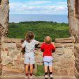 Le prince Alexander et le prince Gabriel de Suède dans les ruines du château de Borgholm. et la princesse Sofia sont restés en Suède au cours de l'été 2020, coronavirus oblige, et ont partagé avec leurs abonnés Instagram quelques-uns des endroits où ils se sont promenés et ressourcés avec leurs fils le prince Alexander et le prince Gabriel. © Instagram Prinsparet
