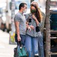 Katie Holmes et son compagnon Emilio Vitolo Jr., très amoureux, s'embrassent à New York le 27 novembre 2020.