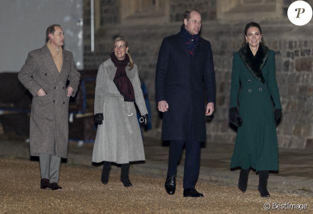 Le prince Edward de Wessex, la comtesse Sophie de Wessex , le prince William, duc de Cambridge, Catherine Kate Middleton, duchesse de Cambridge - La famille royale se réunit devant le chateau de Windsor pour remercier les membres de l'Armée du Salut et tous les bénévoles qui apportent leur soutien pendant l'épidémie de coronavirus (COVID-19) et à Noël le 8 décembre 2020.