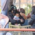 Exclusif - Khloé Kardashian (avec une grosse bague de fiançailles) et sa fille True s'amusent dans un parc à Boston, le 23 décembre 2020.