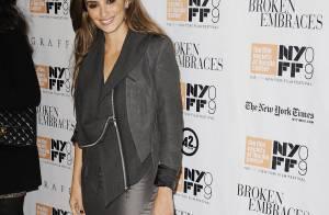 Penélope Cruz, sublime en robe du soir ou en tailleur... et toujours avec sa bague de fiançailles !