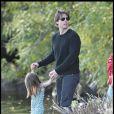 Tom Cruise et Suri Cruise dans un parc de Boston le 10 octobre 2009