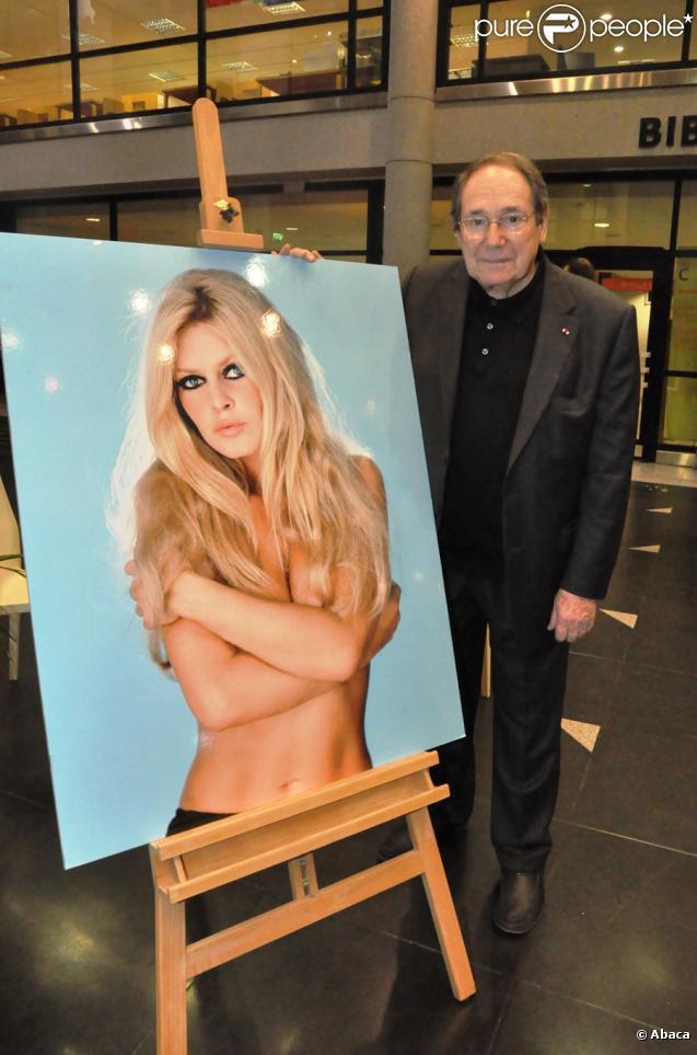 """Robert Hossein au cours de l'exposition sur Brigitte Bardot, les années """"insouciance"""" à l'espace Landowski à Boulogne-Billancourt le 11 octobre 2009"""