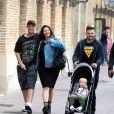Exclusif - Nick Carter (Backstreet Boys) se balade avec sa femme Lauren Kitt et son fils Odin Reign dans les rues de Barcelone en Espagne. Le 17 mai 2019.