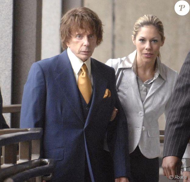 Phil Spector et son épouse Rachelle au tribunal de Los Angeles.