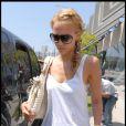 La sublime Jessica Alba n'a pas hésité à se teindre les cheveux en blond...