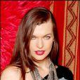 Cheveux lisses et sensuels pour la belle Milla Jovovich !