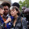 """Camelia Jordana - Rassemblement contre le racisme et les violences policières, à l'appel du comité """" Vérité pour Adama """", Place de la République, à Paris, France. Le 13 juin 2020."""