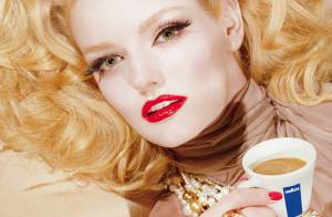 Les belles Lydia Hearst et Daisy Lowe... Les deux stars glamour du calendrier Lavazza 2010 !