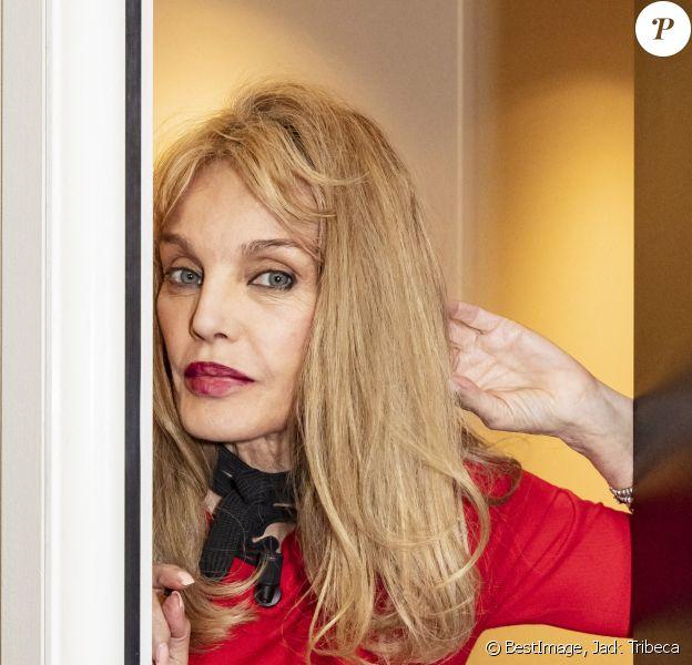 """Exclusif - Arielle Dombasle - Backstage de l'enregistrement de l'émission """"Les Grosses Têtes"""", présentée par Laurent Ruquier © Jack Tribeca / Bestimage"""