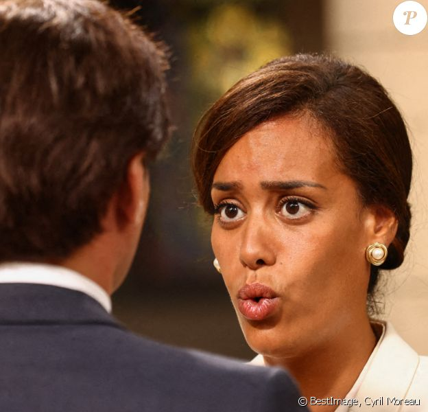 """Exclusif - Amel Bent sur le tournage du téléfilm pour France 3 """"Les sandales blanches"""" à Meudon. © Cyril Moreau / Bestimage"""