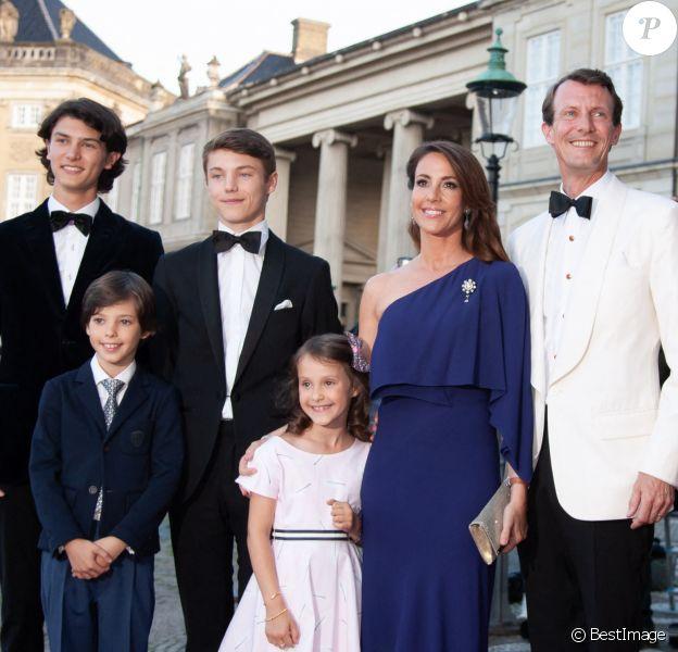 Le prince Joachim de Danemark, la princesse Marie de Danemark, le prince Nikolai de Danemark, le prince Felix de Danemark, le prince Henrik de Danemark, la princesse Athena de Danemark - Célébration du 50ème anniversaire du prince J. de Danemark, dîner organisé par la reine M.II de Danemark au chateau Amalienborg, Copenhague.