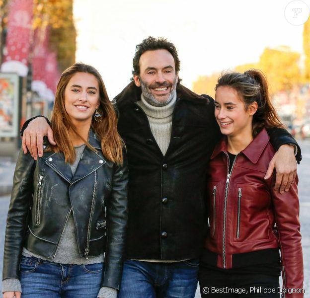 Exclusif - Rendez-vous avec Anthony Delon et ses filles Loup et Liv sur les Champs-Elysées à Paris, France. © Philippe Doignon/Bestimage