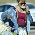Exclusif - Loni Willison, ancienne actrice de Alerte à Malibu et désormais sans-abri, rôde dans les rues de Santa Monica avec ses affaires sur un chariot.