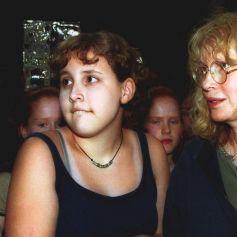 Mia Farrow et sa fille adoptive Dylan Farrow lors d'un concert des N'Sync à New-York.