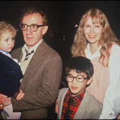 Archives - Woody Allen et Mia Farrow avec leurs enfants.