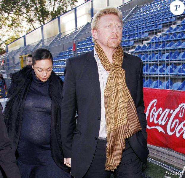 Boris Becker et sa femme Lilly Kerssenberg lors d'un match de foot de charité à Mannheim en Allemagne le 20 octobre 2009