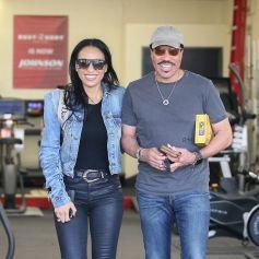 Exclusif - Lionel Richie et sa compagne Lisa Parigi font du shopping pour des équipements sportifs dans le quartier de West Hollywood à Los Angeles, le 20 février 2020