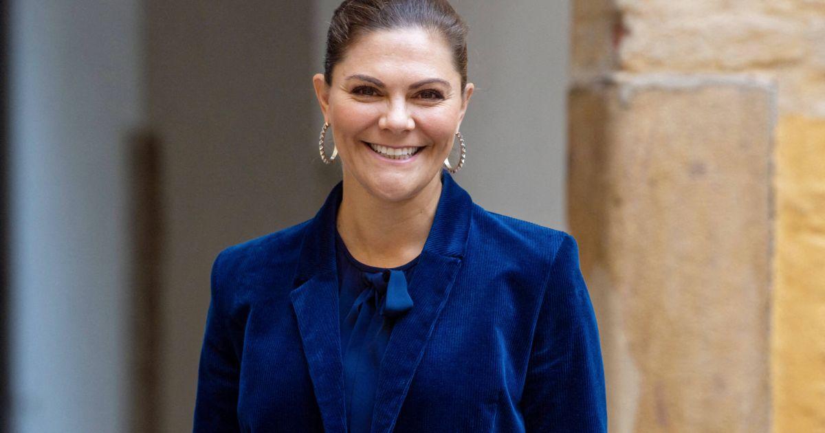 Victoria de Suède : Tiare moderne et robe H&M, la princesse en fête au palais - Pure People