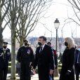 Le président de la république, Emmanuel Macron, et son épouse Brigitte Macron assistent à la cérémonie d'hommage aux victimes du terrorisme, devant la statue La Parole portée aux Invalides, Paris. Le 11 mars 2021. © Stéphane Lemouton / Bestimage