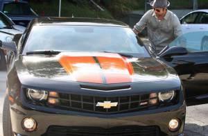 Brad Pitt : Au volant d'un Transformer... c'est moins risqué pour ce père de famille nombreuse !