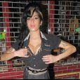 Amy Winehouse il y a quelques jours à Londres nous présentait sa nouvelle poitrine