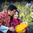 Jigme Khesar Namgyel Wangchuck, le roi du Bhoutan et sa femme Jetsun Pema présentent leur nouveau-né à Thimphou le 16 mars 2016. Le petit prince est né le 5 février 2016.