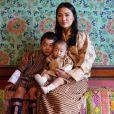 La reine du Bhoutan Jetsun Pema avec ses deux fils sur Instagram, octobre 2020.