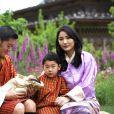 Jigme Khesar Namgyel Wangchuck, le roi du Bhoutan, sa femme Jetsun Pema, et leurs deux garçons, le 31 mai 2020.