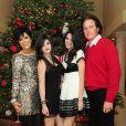 Bruce et Kriss Jenner pose avec leurs filles Kylie et Kendall à Los Angeles, le 24 décmebre 2009.