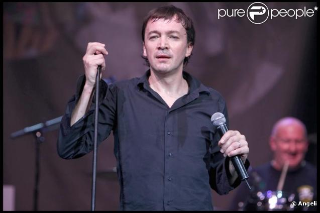Cali au concert des 60 ans d'Emmaus au Zénith de Paris (30 octobre 2009)