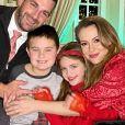 Alyssa Milano, son mari David Bugliari et leurs deux enfants, Milo et Elizabella. Décembre 2020.